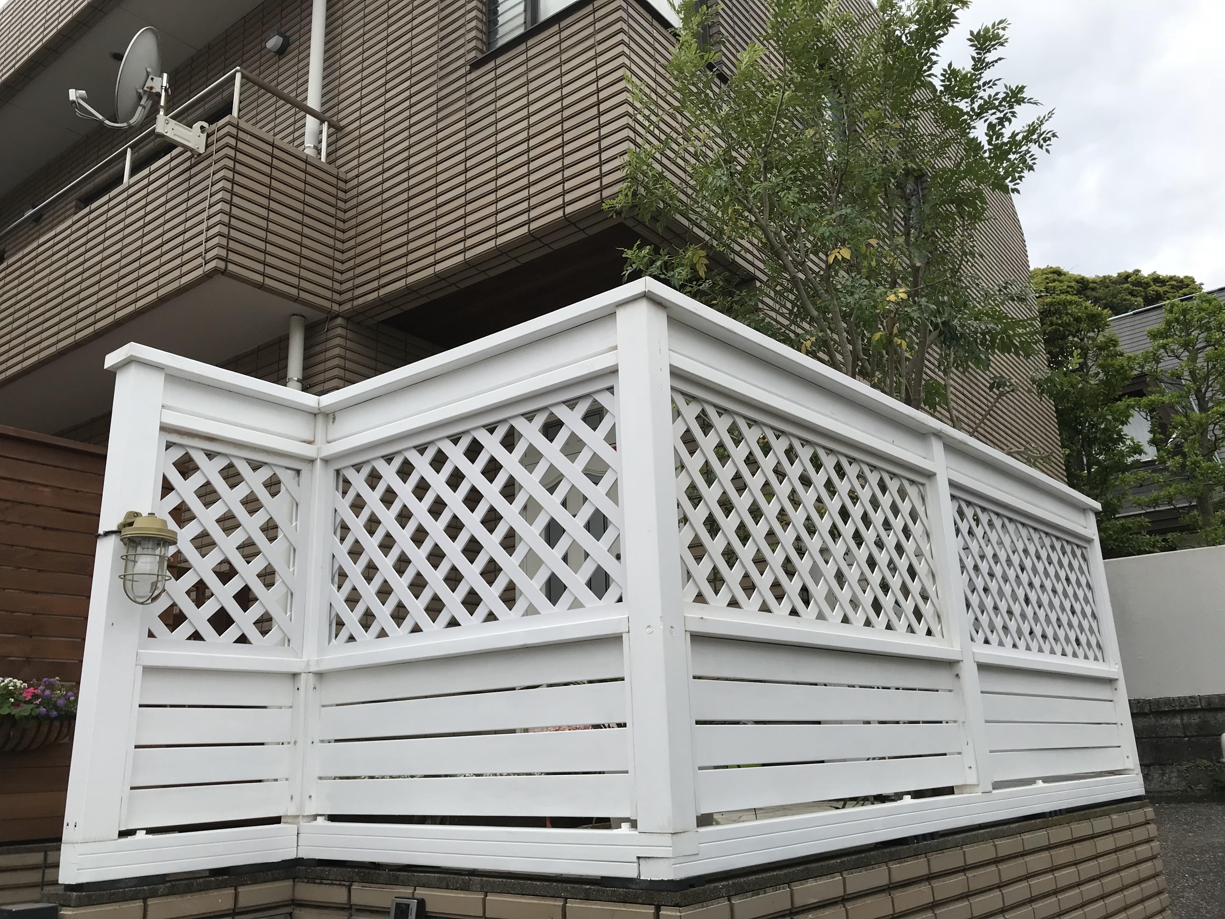 玄関前 目隠しフェンス