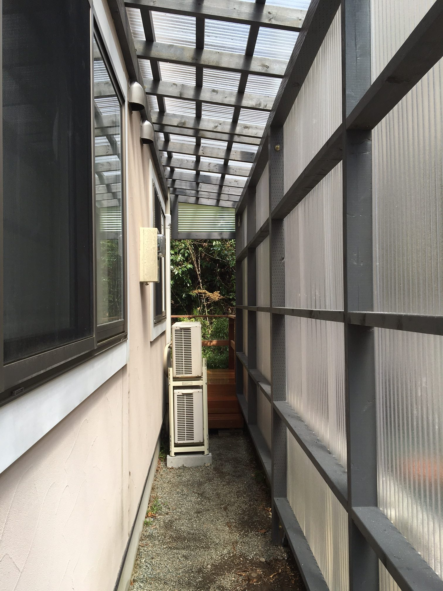 家のデットスペースに屋根をつける vol.1