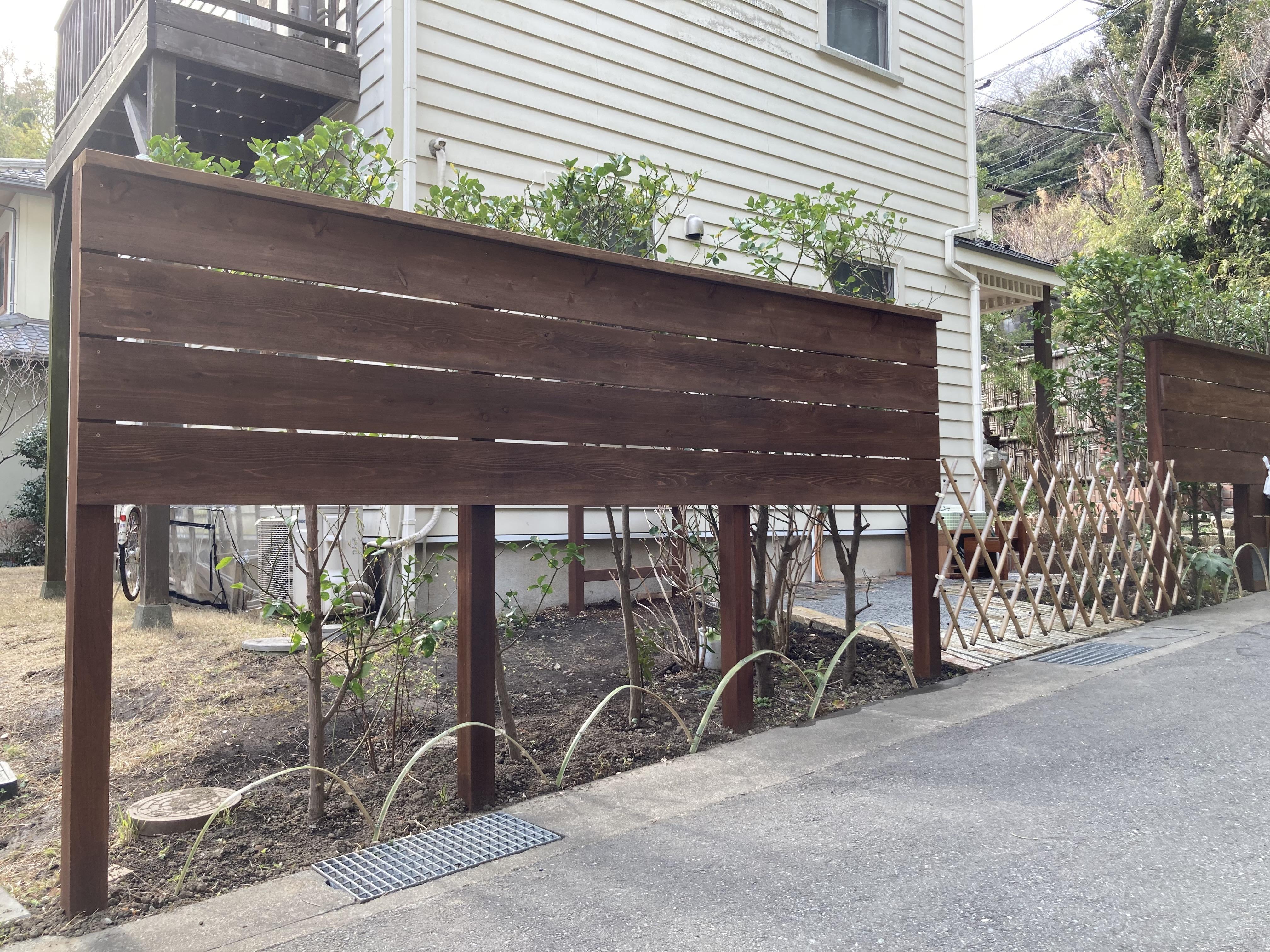 間隠しフェンス 近隣に配慮。